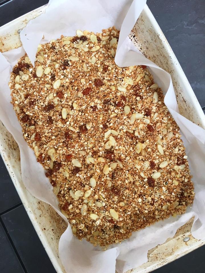 Toasted quinoa, almond & apricotmuesli